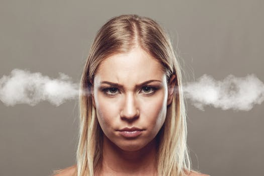วิธีการง่ายๆ ในการจัดการกับอารมณ์ที่ไม่ดีของคุณเอง