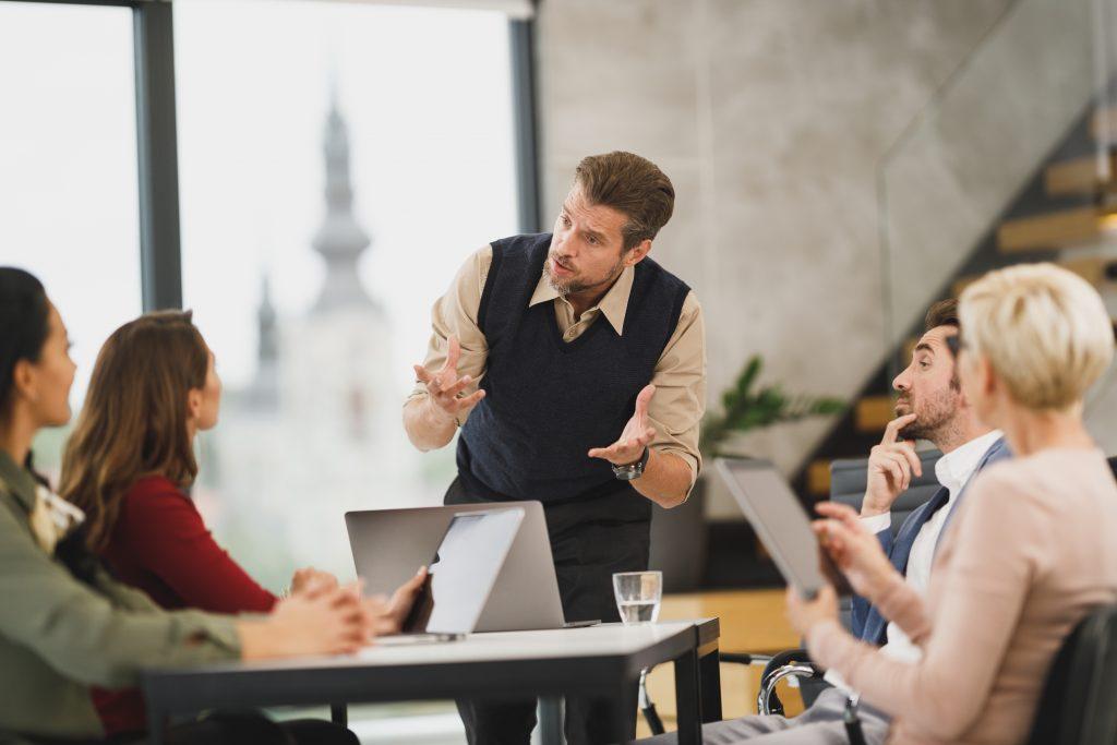 ลองให้คนรุ่นใหม่มานั่งหัวโต๊ะแทนคนรุ่นเก่าเพื่อเรียนรู้โลกใหม่